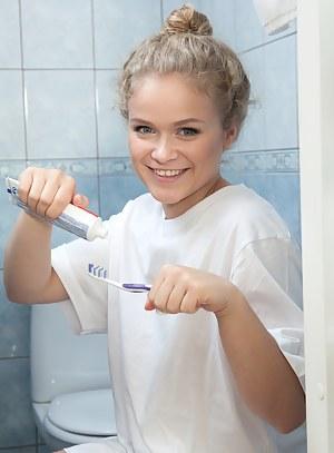 Teen Bathroom Porn Pictures